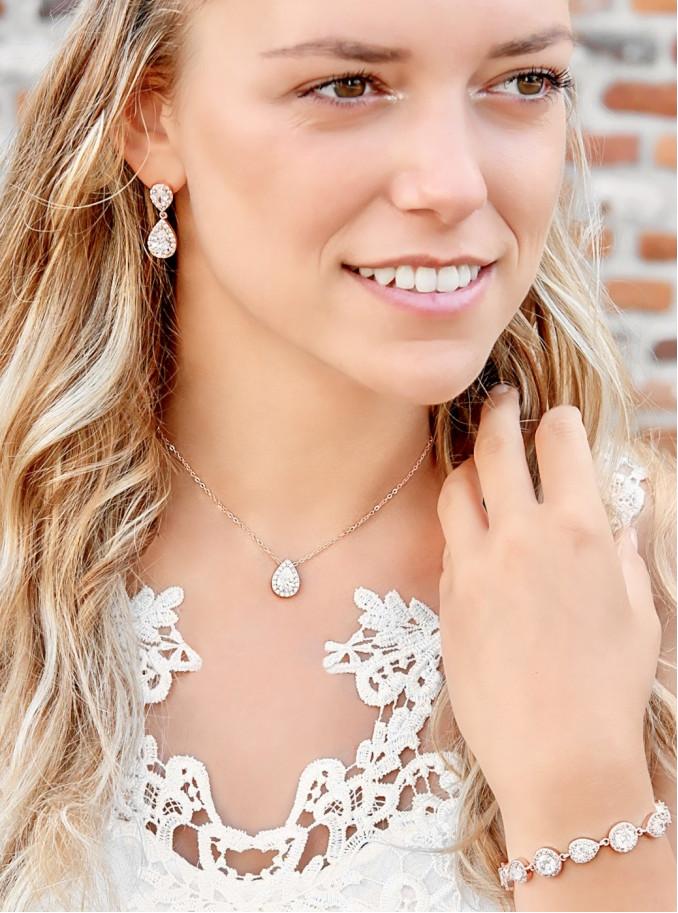 Rose goudkleurige ketting om de hals voor een trendy look