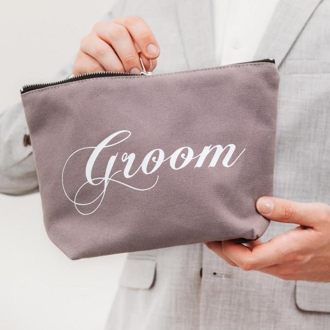 Mooie grijze toilettas voor de bruidegom