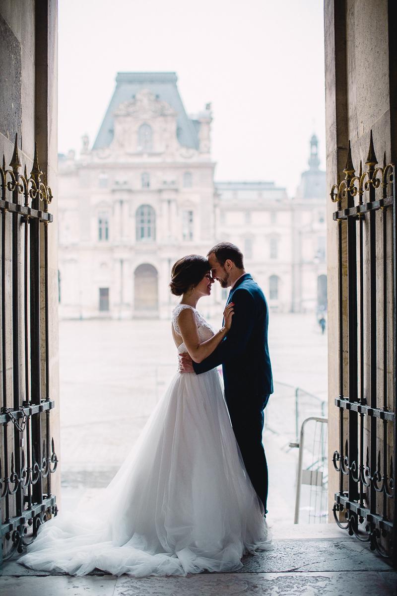 bruidspaar in parijs