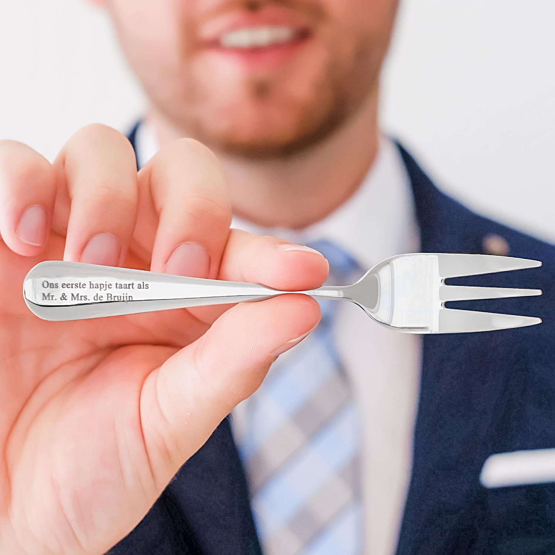 Mooie graveerbaar vorkje in de hand op te geven