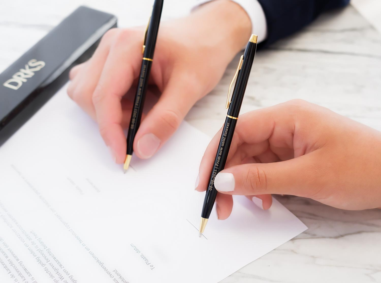Mooie pennenset voor het couple om te tekenen op de bruiloft