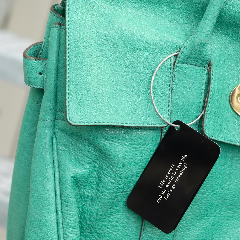 Graveerbare kofferlabel aan een mooie tas voor op reis