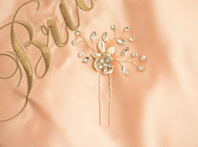 Haaraccessoire voor de Bruid samen met roze kimono