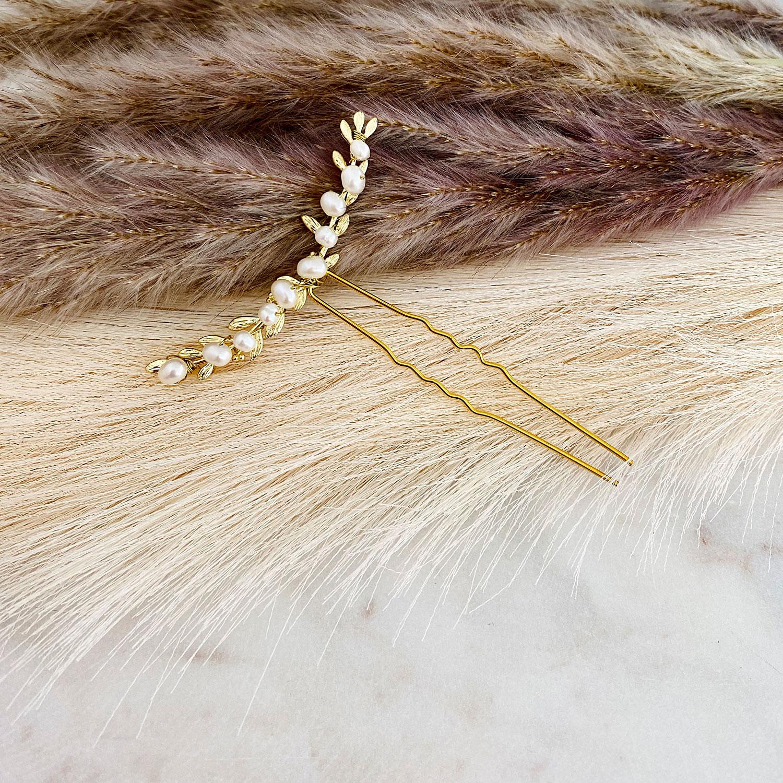 Haaraccessoire met pareltjes in een bohemian stijl