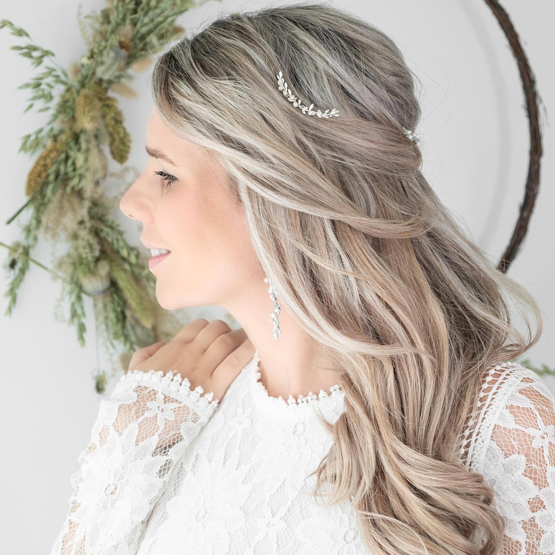 Haaraccessoire voor de bruid in een zilverkleur