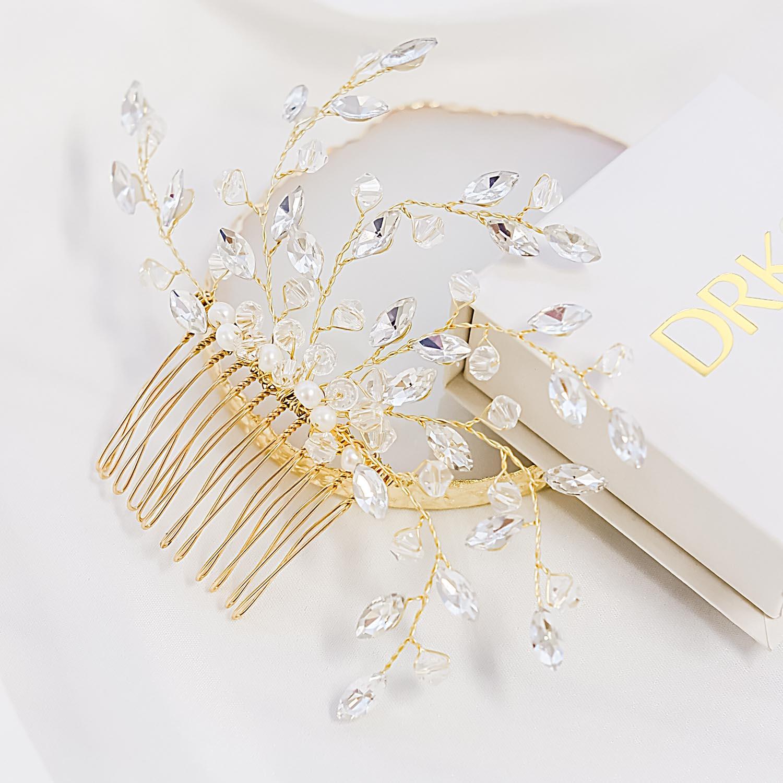 Goudkleurige haaraccessoire voor de bruid om te dragen