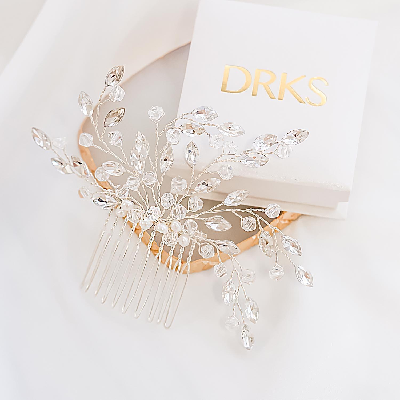 Mooi haaraccessoire voor de bruid met een sieradendoosje
