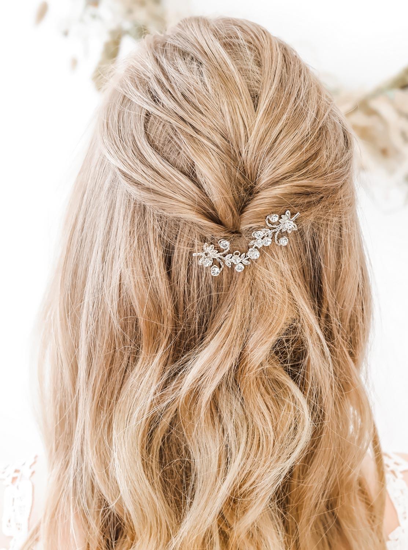 Mooi haarsieraad voor de bruid met kristal stenen