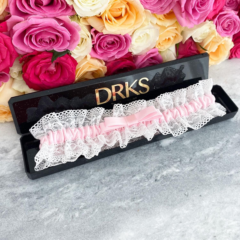 Kousenband voor de bruid in een sieradendoosje om te kopen