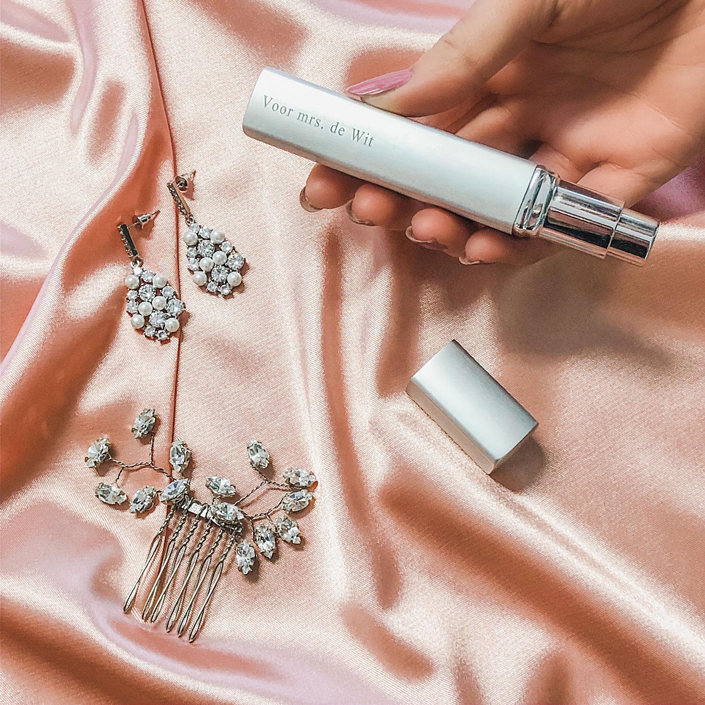 Mooie set met parfum voor de bruid om te kopen