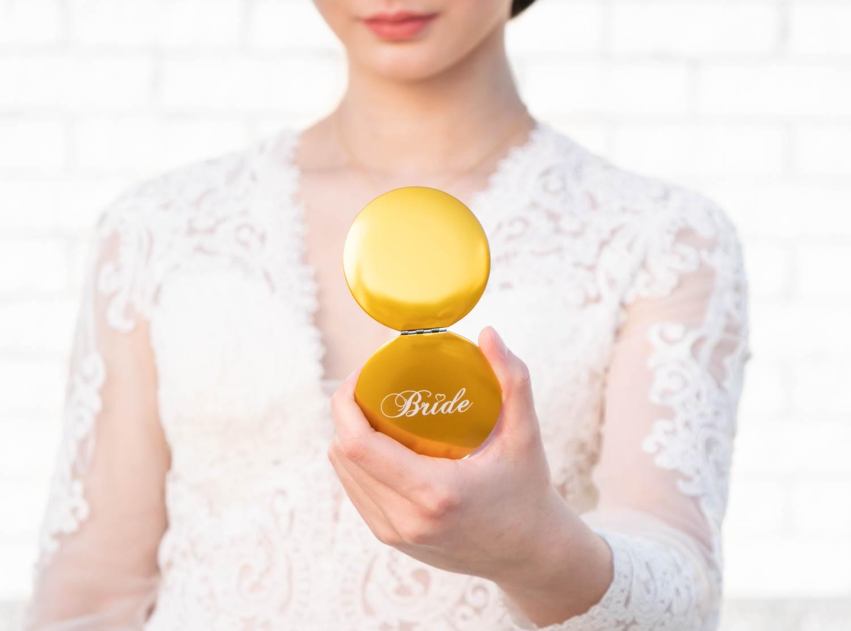 Bruid met de gouden handspiegel voor Bride