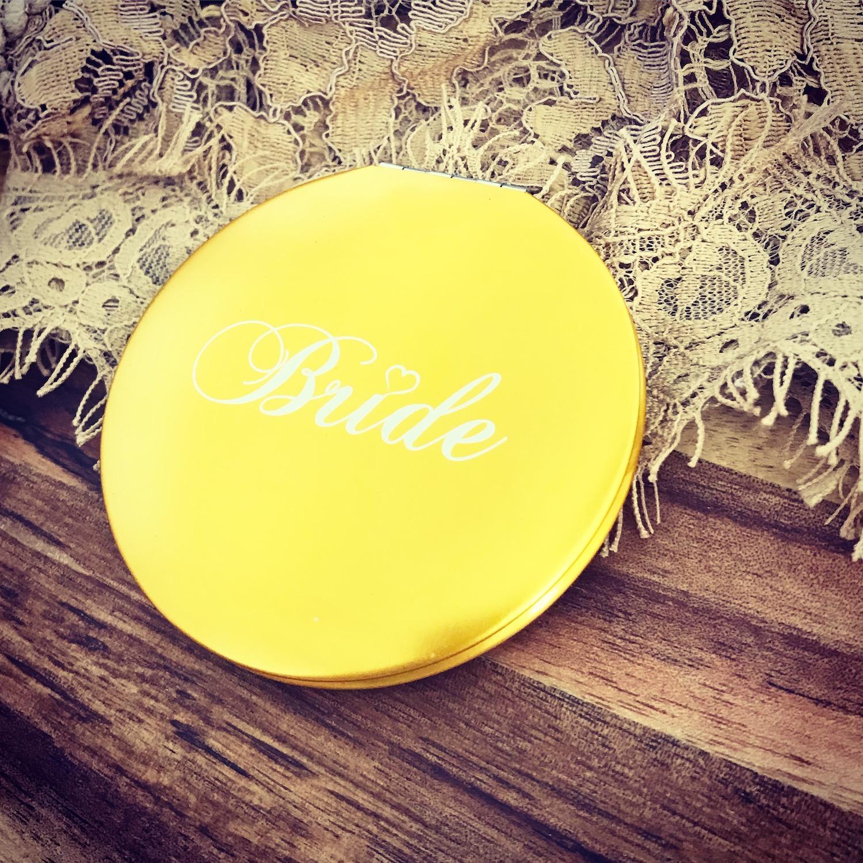 Gouden handspiegeltje van DRKS met tekst Bride ideaal als cadeau voor bruid
