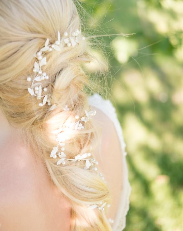 Vrouw draagt Venetia met echte zoetwater parels