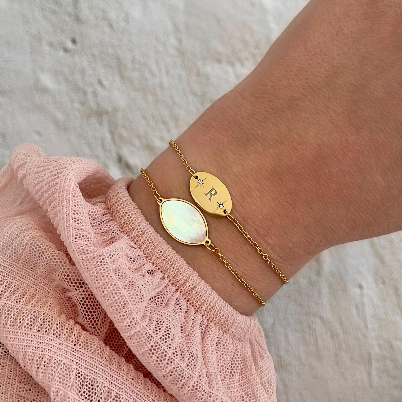 Initialen armband gemixt met sea shell armband