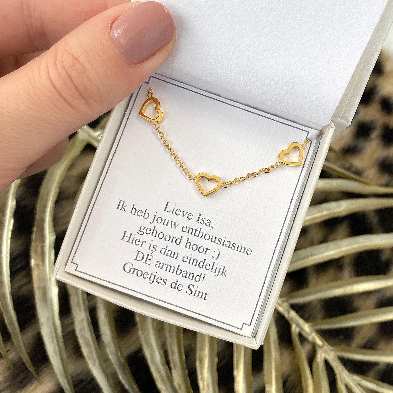 Armband met hartjes in een sieradendoosje met een complete look