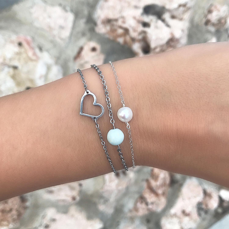Zilveren parel armband om de pols met stainless steel collectie