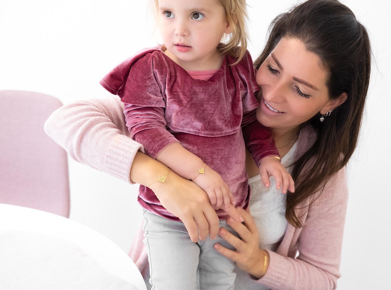 Leuke graveerbare hartjes armbandjes voor mama en moeder