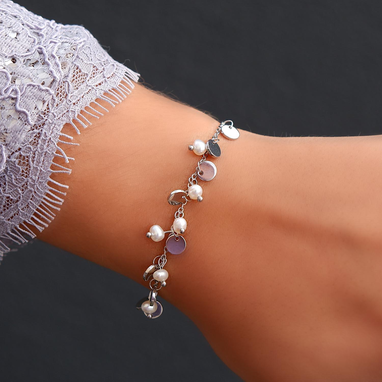 Mooie party armband met parels en muntjes voor om de pols