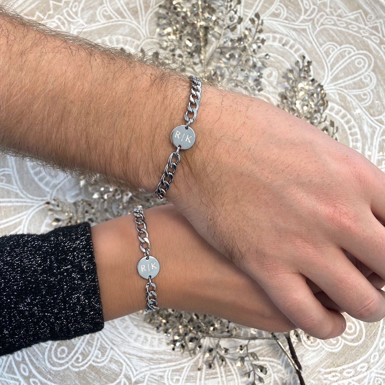 Zilveren koppel armbanden voor om de pols voor een complete look