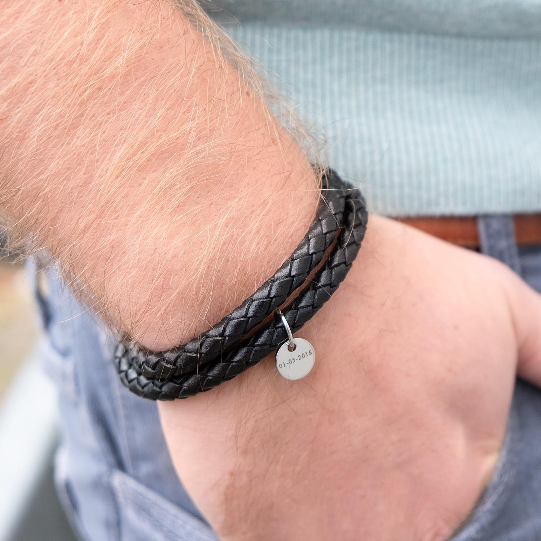 Leren armband om de pols voor een complete look