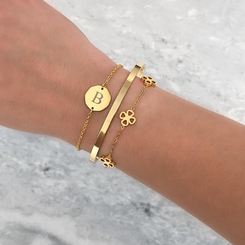 trendy armband met gravering voor om de pols