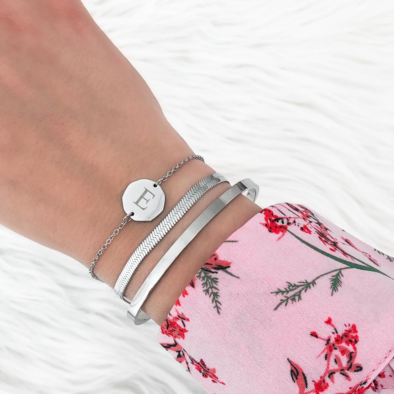 Trendy mix van armbandjes om te kopen voor om de pols