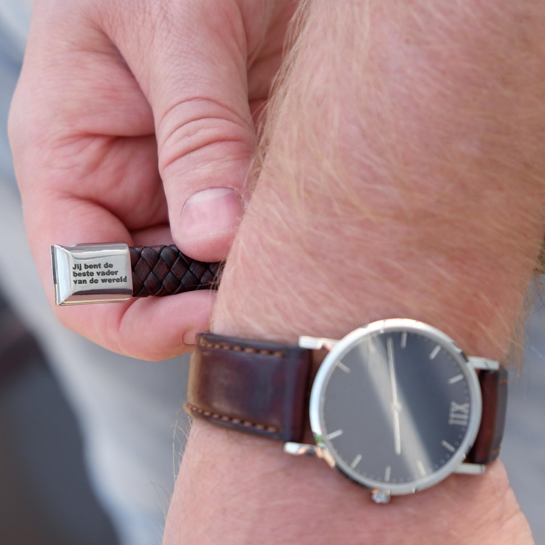 Heren armband met gravering op de achterkant