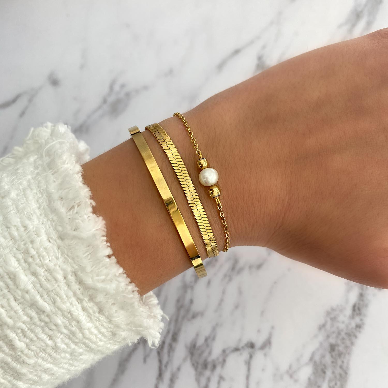 trendy mix van armbanden om de pols