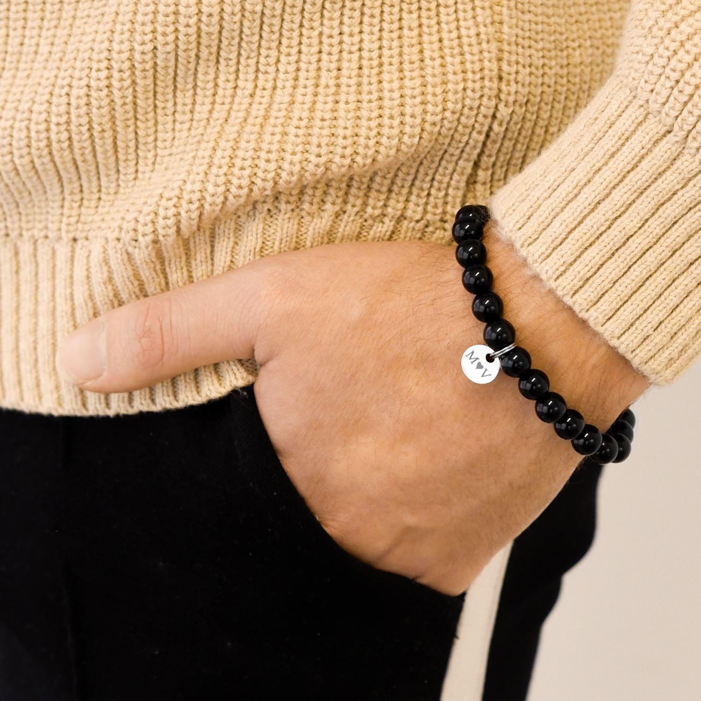 Stoere heren armband met naam om de pols voor een mooie look