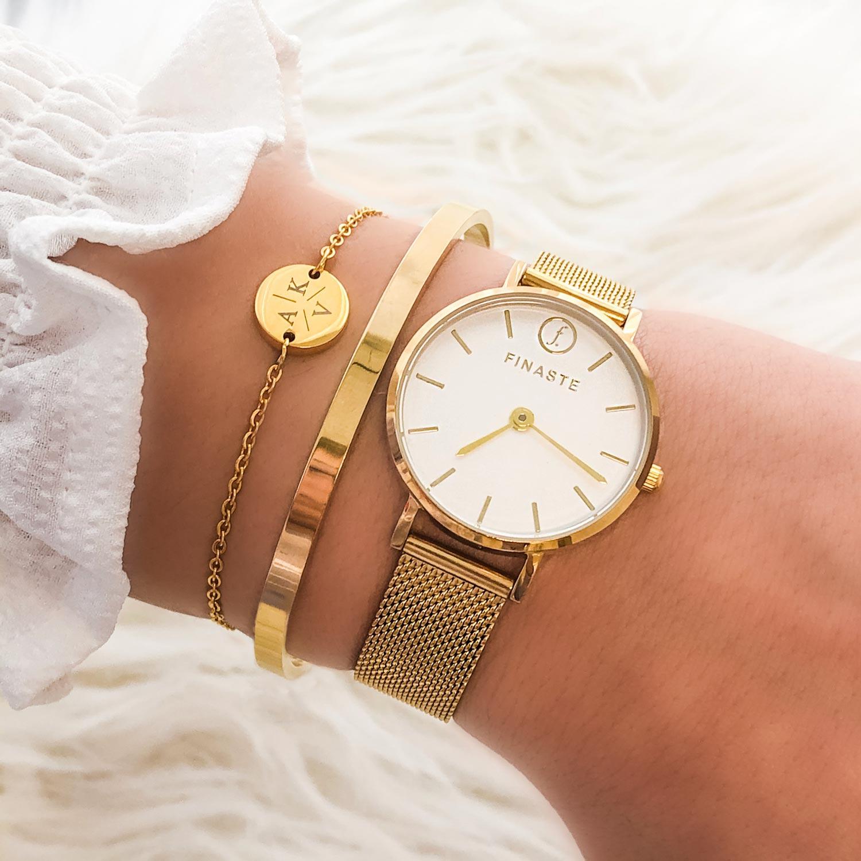 Gouden horloge met armbandjes gecombineerd