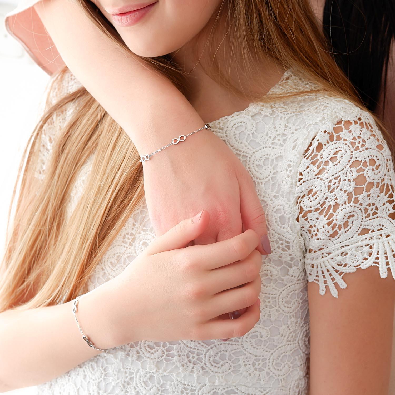 Zilveren armband met infinity tekens om te delen tussen moeder en dochter