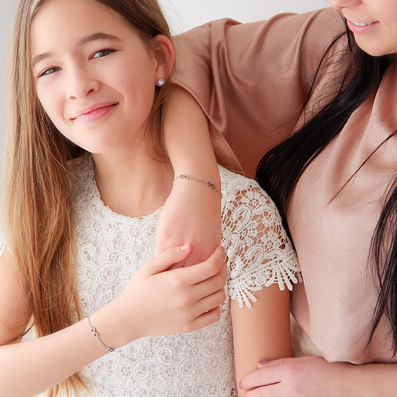 Mooie moeder en dochter armband in het zilver met infinity tekens