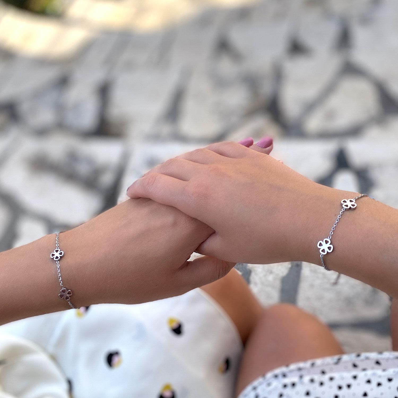 Zilveren moeder dochter armband voor om de pols met een leuke mix