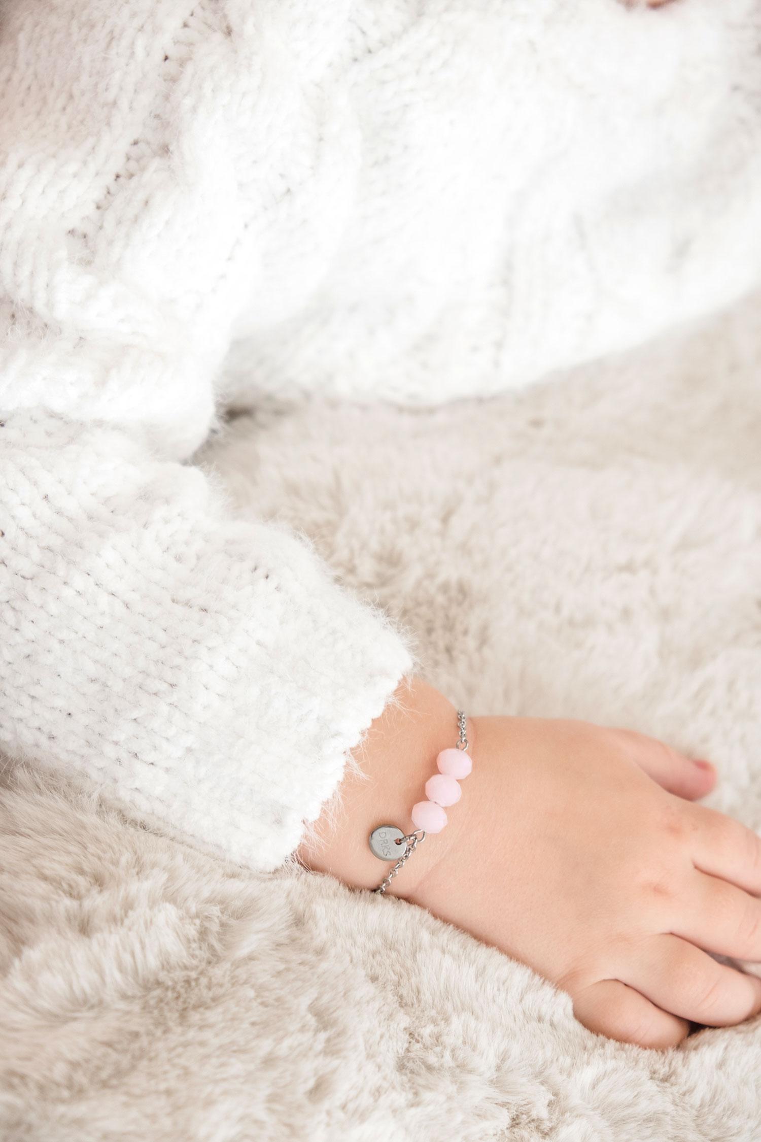 Mooie armband met kraaltjes voor de kleinsten kinderen