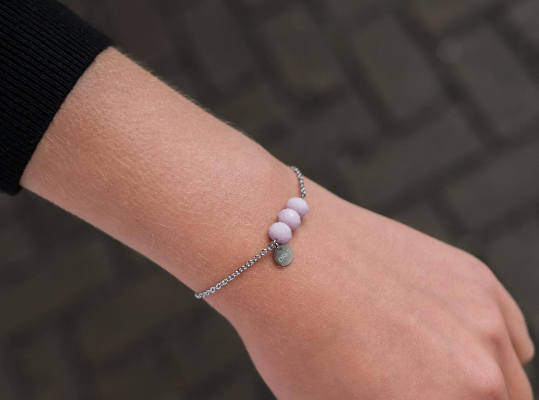 Elegante armband met lila kralen