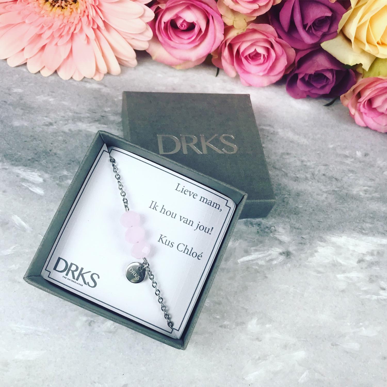 armband met roze steentjes met persoonlijke tekst
