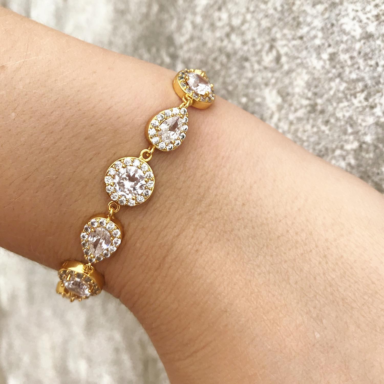 Woman wearing zirconia drks bracelet in gold