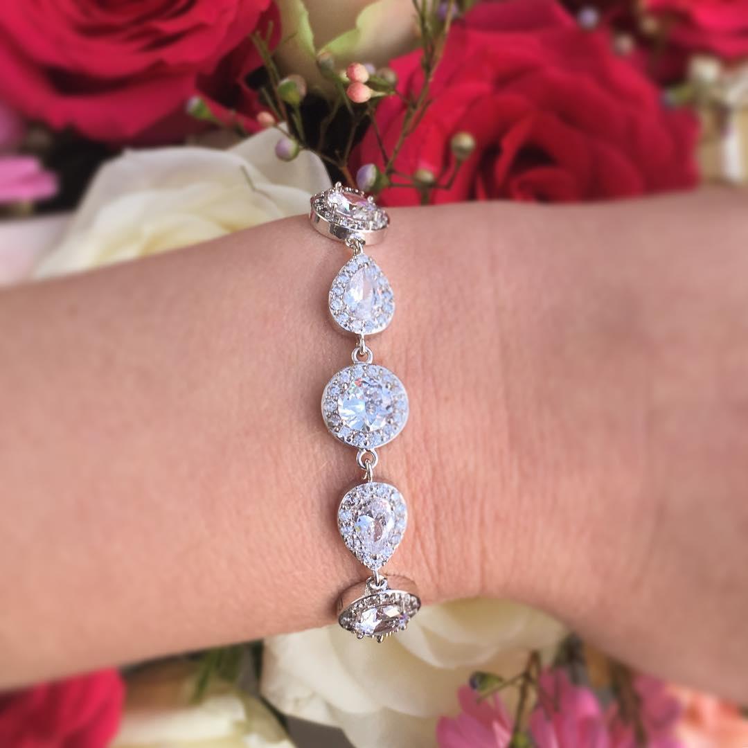 zilveren armband met kristallen rond en druppelvorm