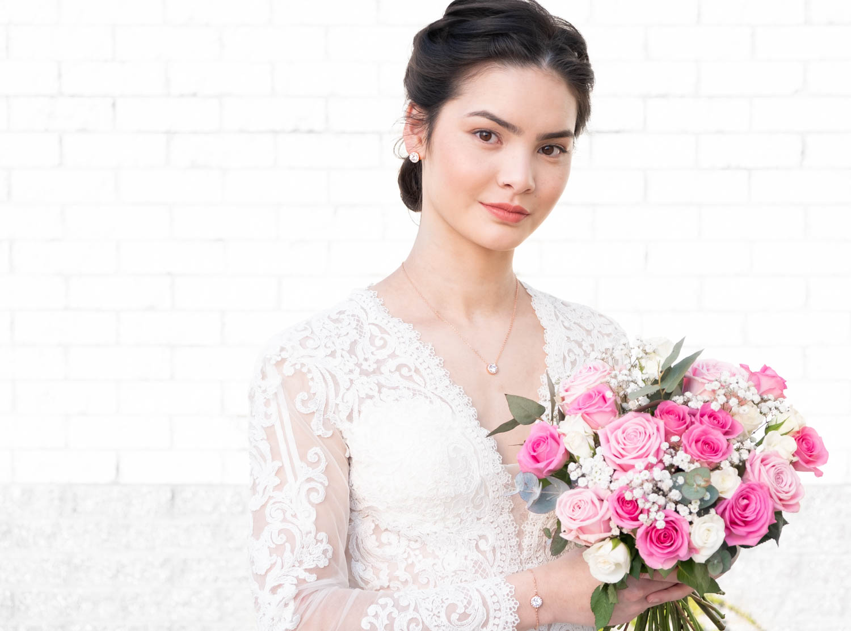 Vrouw draagt rose gouden daily luxury set