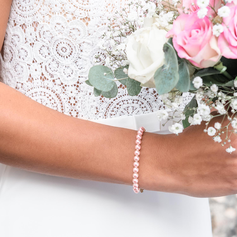 Mooie armband in het roze voor de bruid om te dragen