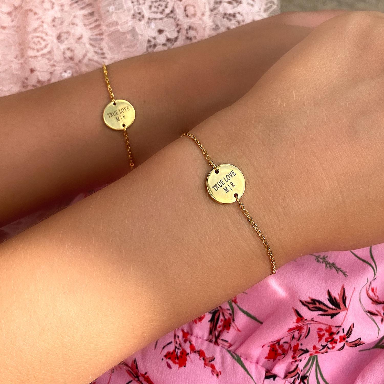Graveerbare armbanden in het goud voor moeder en dochter