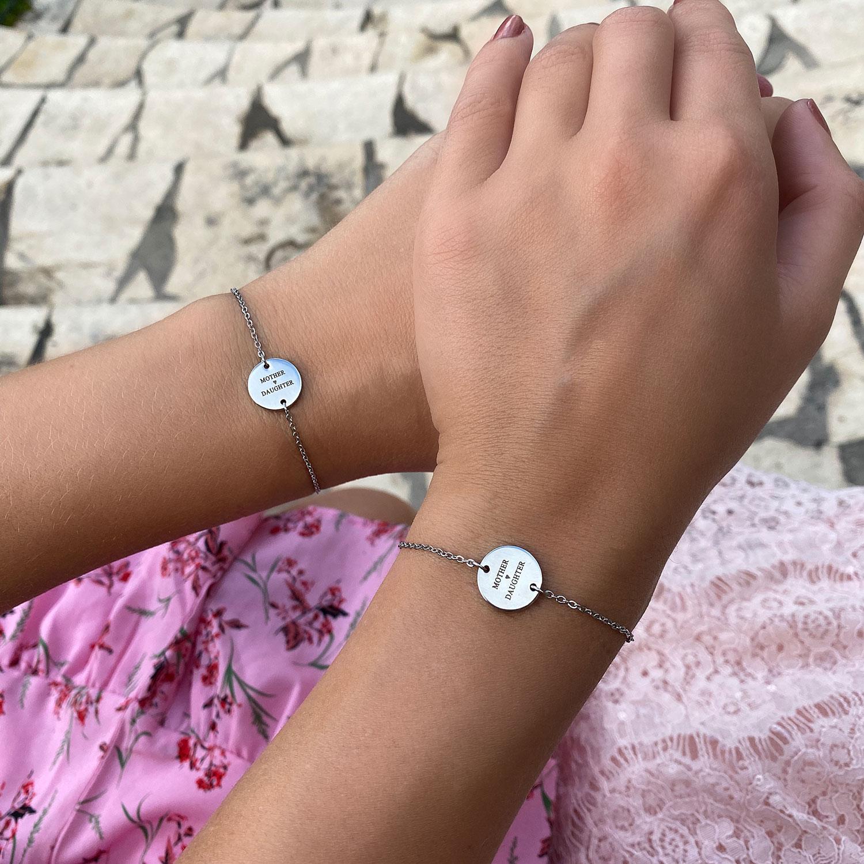 Mooie moeder en dochter armband in het zilver met gravering