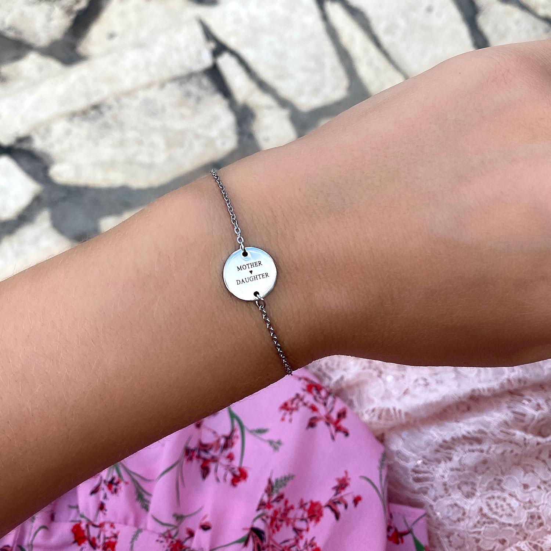 Mooie graveerbare zilveren armband voor om de pols