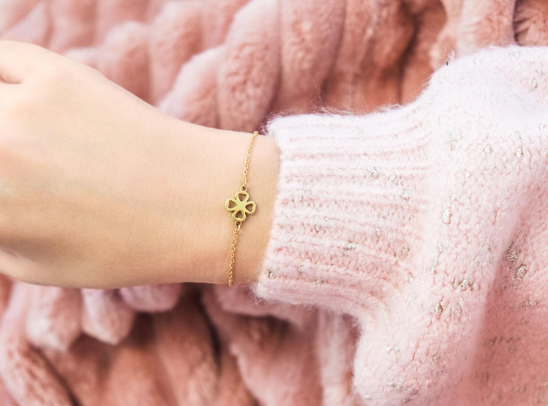 Mooie armband met klavertje voor om de pols