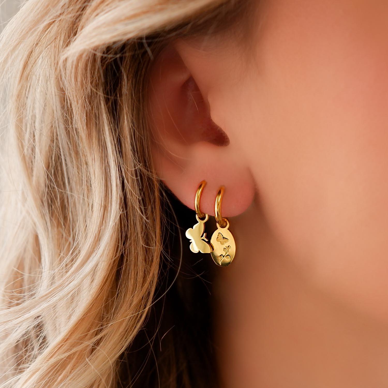 Trendy mix van oorbellen in het oor voor een complete look