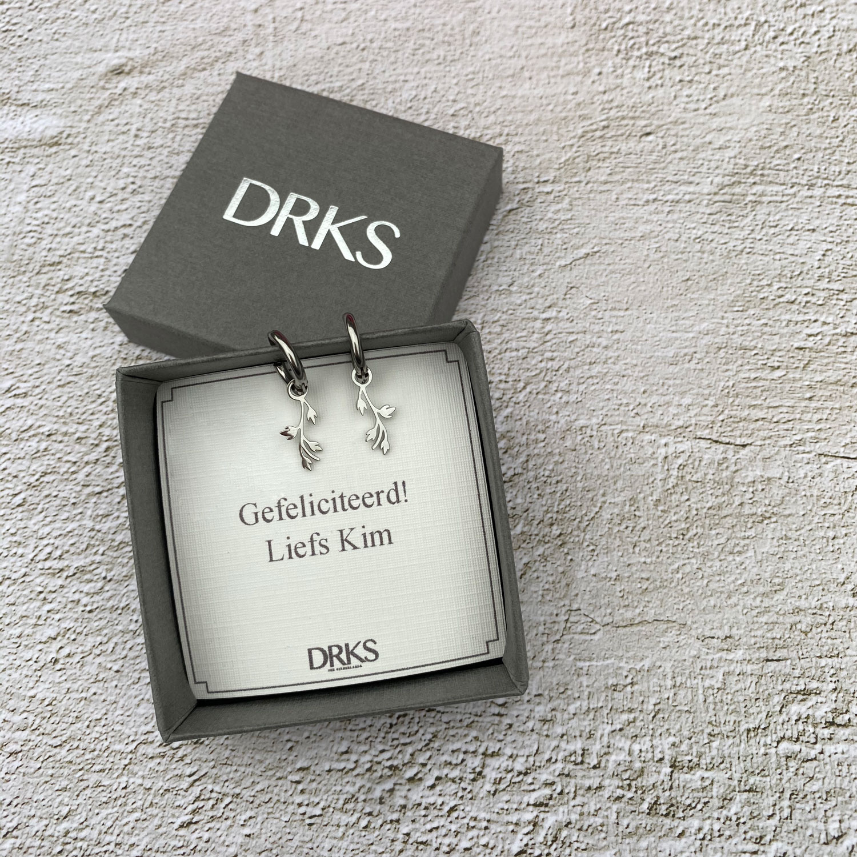 Zilveren leaves oorringetjes in sieradendoosje met persoonlijke tekst