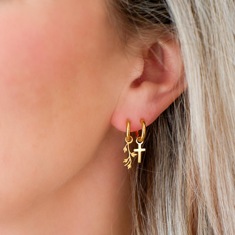 Gouden oorbellen met hangertje gecombineerd