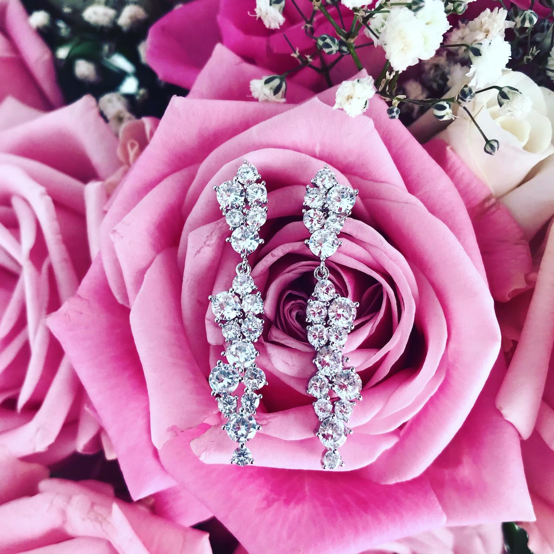 Sparkle oorbellen op rozen en bloemen