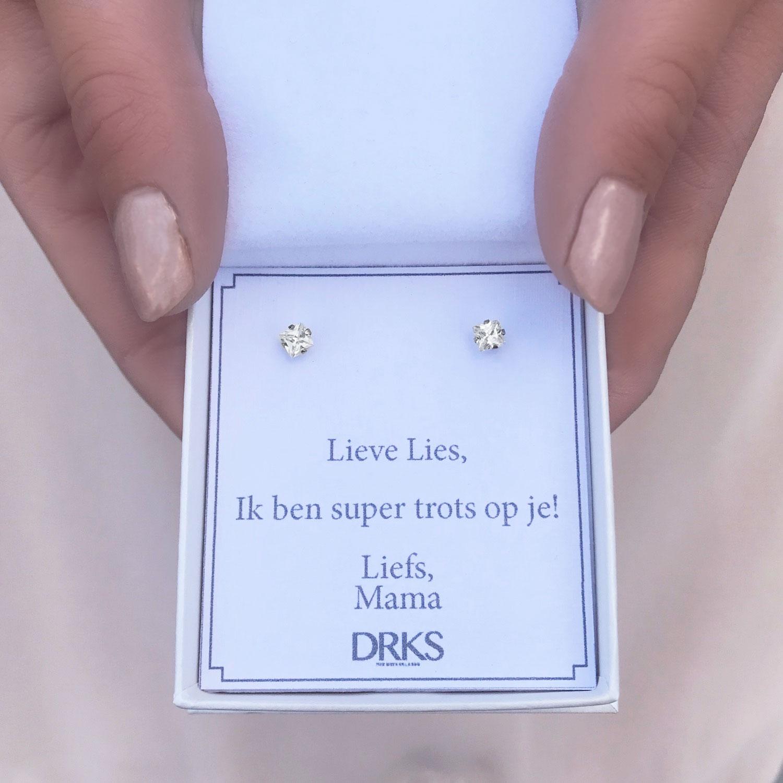 Sparkle oorknopjes in een sieradendoosje met persoonlijke tekst