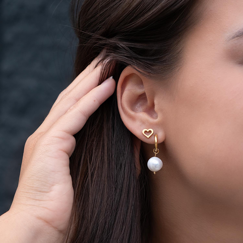 Stainless steel oorbellen samen met parel oorbellen